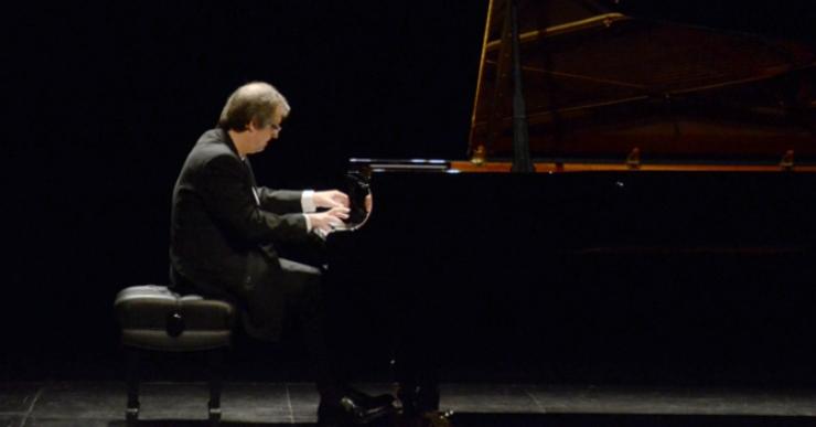 Adolf Pla obre el cicle 'Nits de piano a Lloret' amb l'espectacle 'El so de la llum'