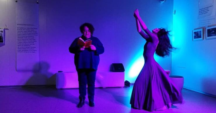 Marta Pérez i Aida González oferiran un recital de poesia i dansa per commemorar el Dia de la Dona
