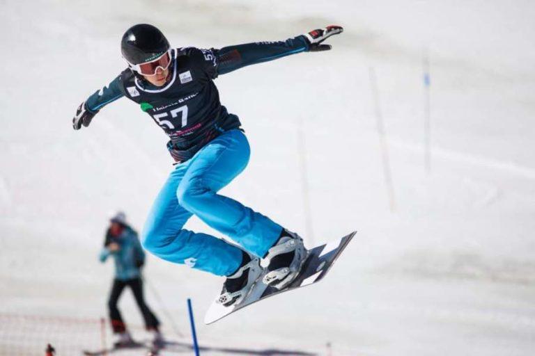 Bernat Ribera segueix entrenant-se en snowboard cross malgrat la pandèmia