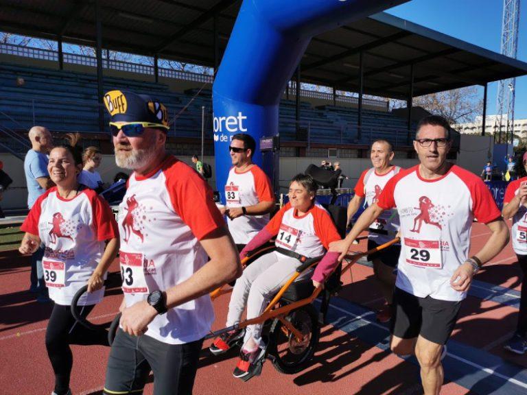 Més de 800 persones fan la Cursa de Nadal, enguany solidària amb Aspronis