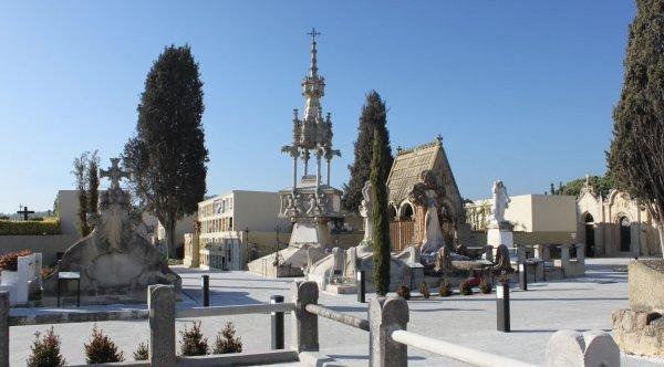 Visites guiades per donar a conèixer el cementiri modernista de Lloret