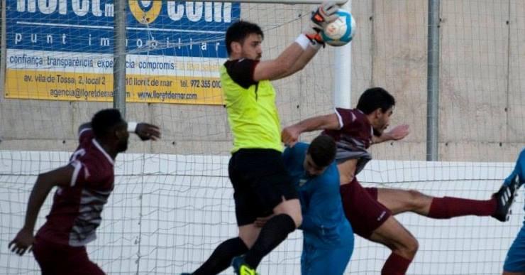 Contundent victòria del Club Futbol Lloret en el segon partit de la temporada