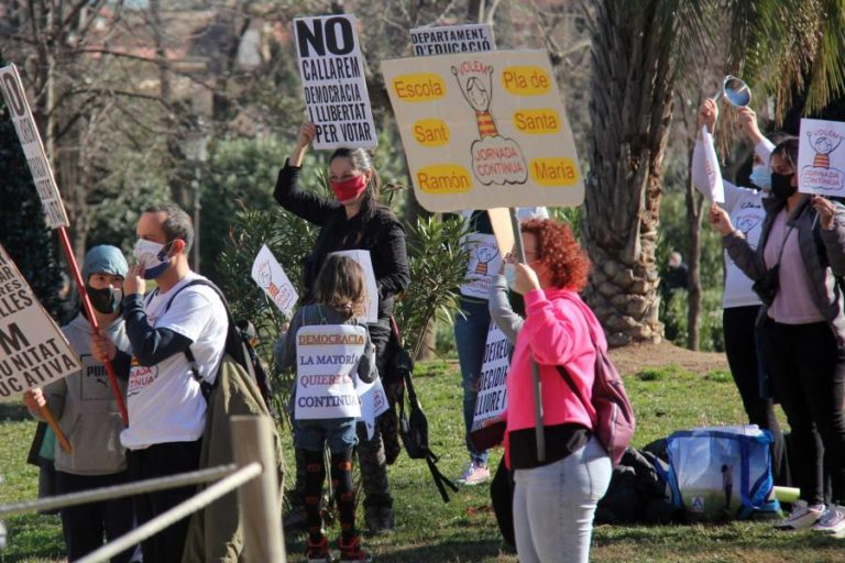 Famílies de Lloret es manifesten a favor de la jornada contínua a les escoles