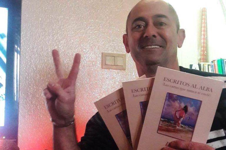 'Escritos al alba', el primer llibre de poesia del lloretenc Domingo Tenorio