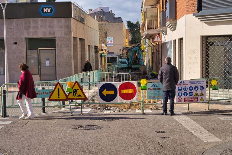 Les obres d'arranjament del carrer de l'Oliva el mantindran tallat fins a finals d'abril