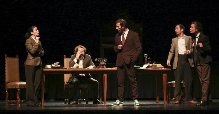 Laminimal porta 'Els Reis de Shakespeare escriuen el discurs de Phillipe The Sixth' al Teatre de Lloret