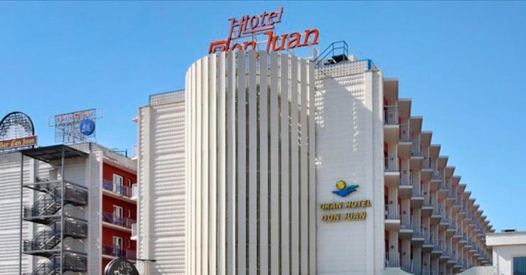"""Els hotelers titllen de """"relliscada"""" la moció aprovada al ple en suport a Toñi Barrera"""