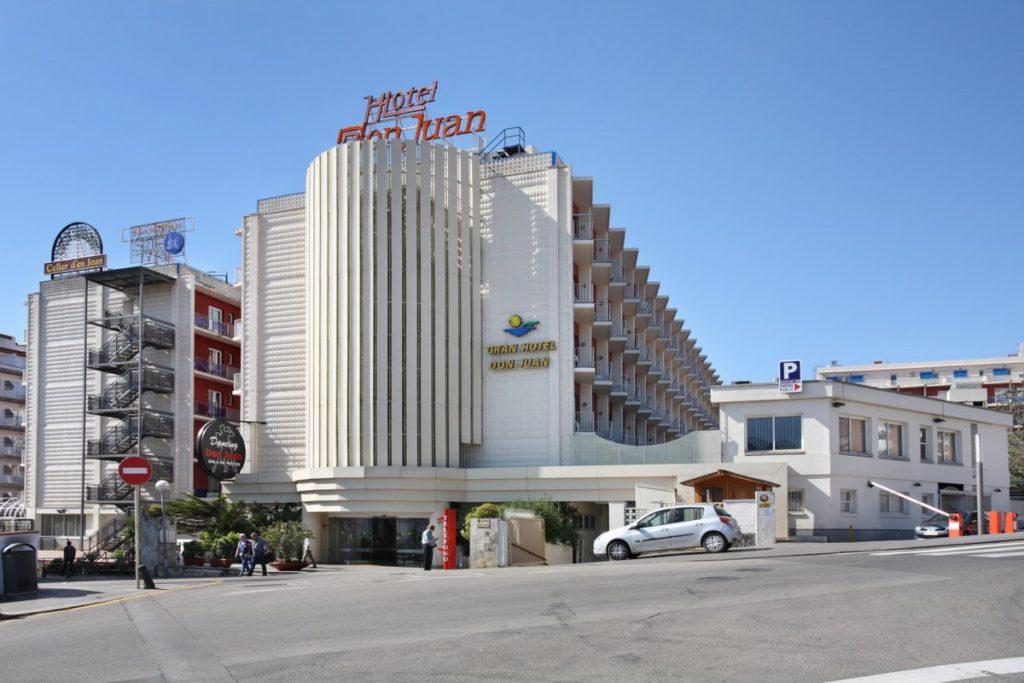 Façana de l'Hotel Don Juan a Lloret.
