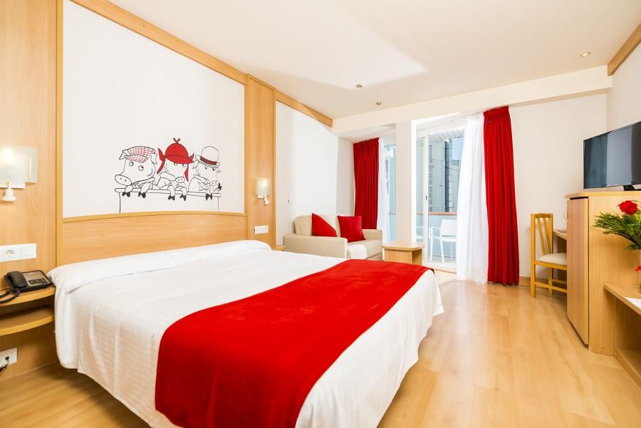 Una il·lustració de Pilarín Bayès en una de les habitacions (Guitart Hotels)