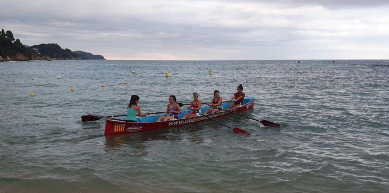 Els clubs de rem de Lloret han tornat als entrenaments a l'aigua, amb protocols de seguretat i higiene