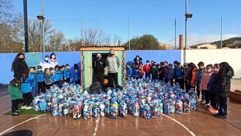 L'escola FEDAC de Pont Major dona 400 quilos de taps a Junts contra l'AME