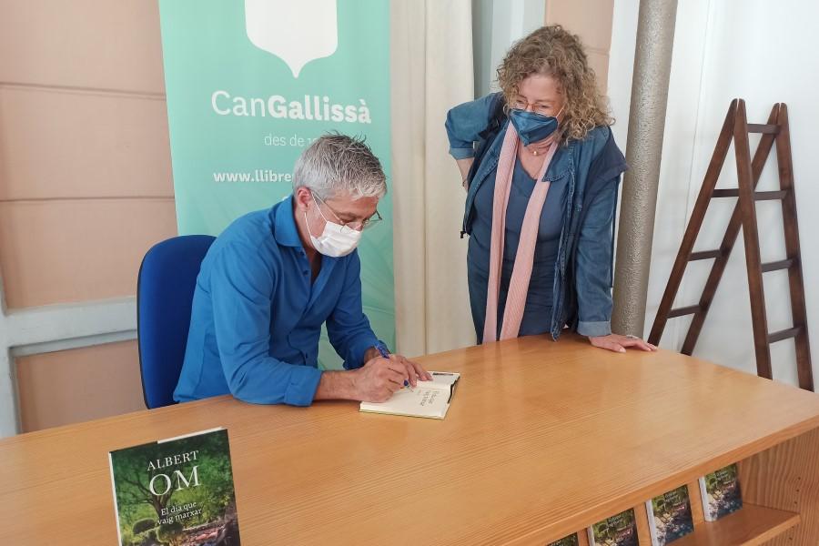 Albert Om, signant el llibre 'El dia que vaig marxar'