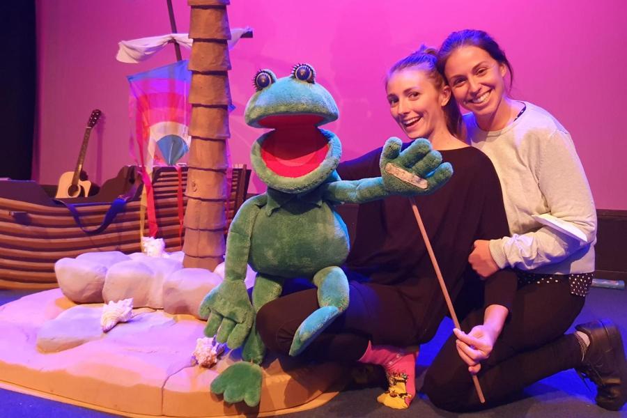 Irene Soler, a la dreta, en un dels seus espectacles infantils
