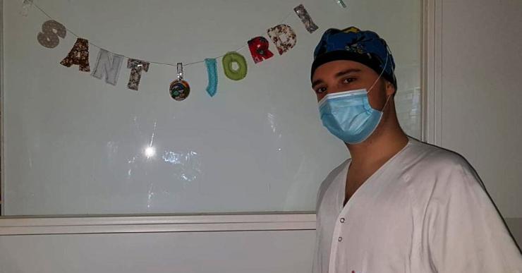 El lloretenc Joel Margalef és sanitari al Trueta i s'ha instal·lat a l'Hotel Europa per no contagiar la mare i l'àvia