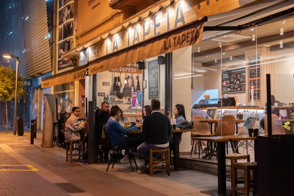 La Tapeta, aquest diumenge a la nit, en el dia de la reobertura de la restauració a les nits