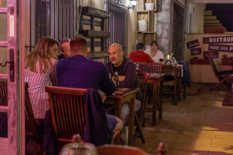 La restauració ja pot tornar a oferir berenars i sopars al local, fins a les onze de la nit