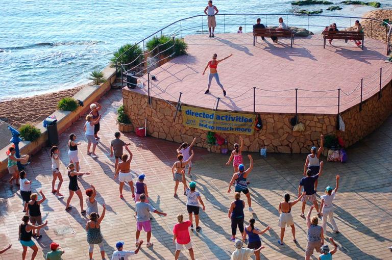 Ioga per a famílies, una de les novetats d'aquest estiu a les platges de Lloret