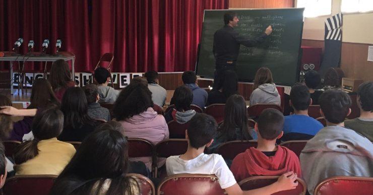 El periodista Àdam Martín imparteix un taller sobre ràdio a l'escola Immaculada Concepció