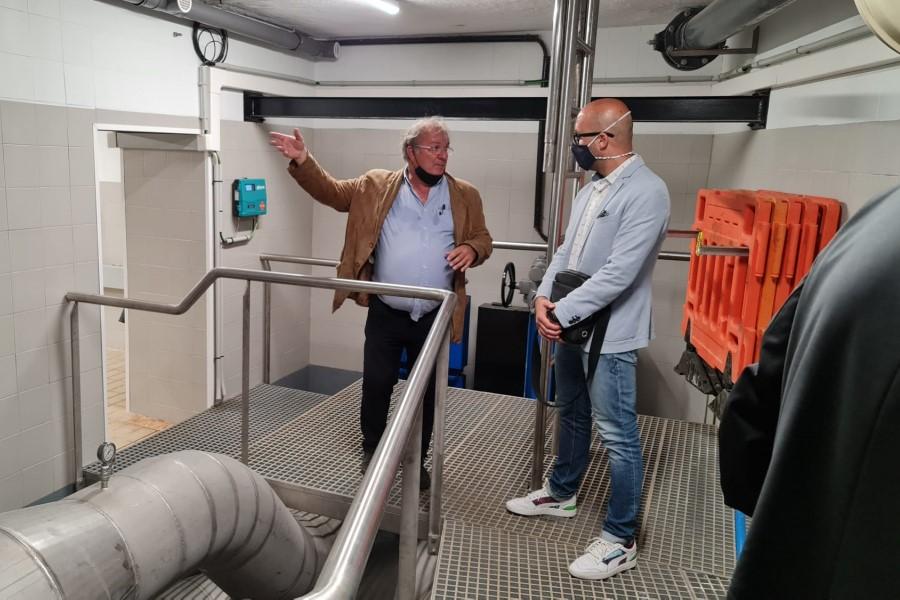L'alcalde, Jaume Dulsat, visitant les obres de renovació de l'estació de bombament d'aigües residuals (Ajuntament de Lloret de Mar)