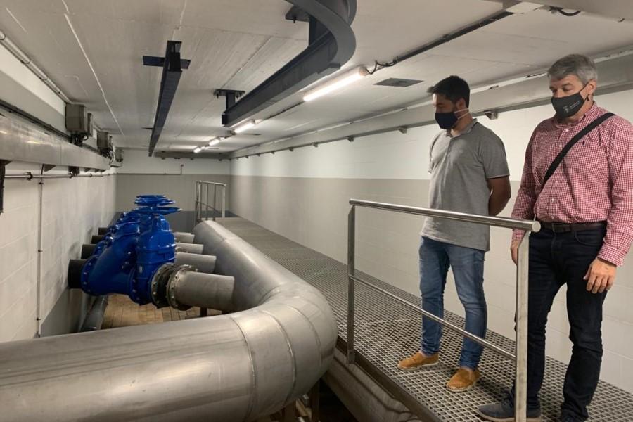 El regidor d'Urbanisme, Albert Robert, visitant les obres de renovació de l'estació de bombament d'aigües residuals (Ajuntament de Lloret de Mar)