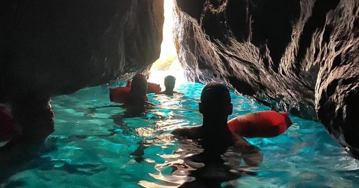 El club Lloret Aigües Obertes surt cada dia a nedar al mar