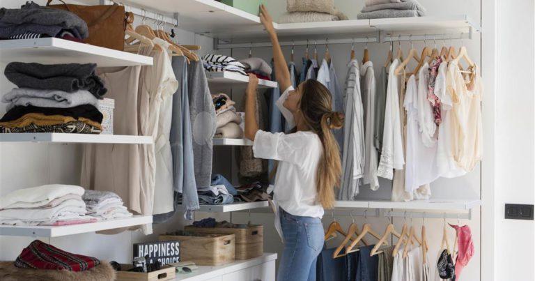 Posar ordre a l'armari de roba, una activitat desestressant i molt útil