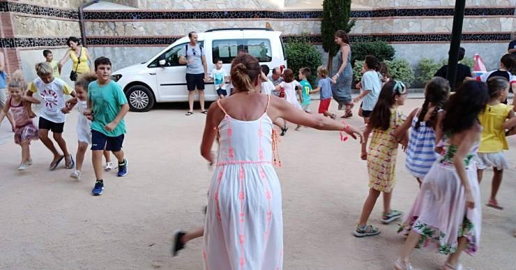 La Confraria de Sant Elm crida tots els nens i nenes a l'assaig del Ball de Plaça