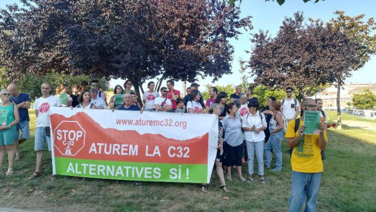 Detenen una activista que intentava aturar la tala d'arbres de les obres de la C-32 a Lloret de Mar