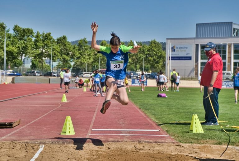 La Fase Comarcal d'Atletisme reuneix prop de 200 esportistes de promoció a Lloret de Mar