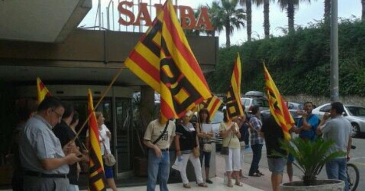 CCOO protesta davant l'hotel Samba per l'acomiadament d'un treballador