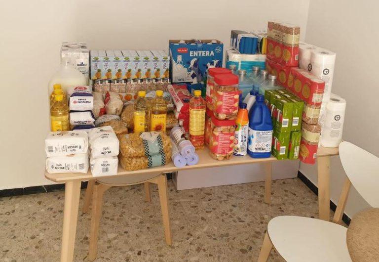 La comunitat de la mesquita del carrer Barcelona fa una altra donació d'aliments