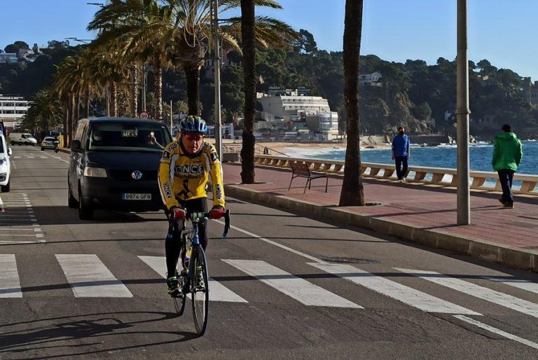 Que el passeig estigui obert als taxis o que hi neixi un carril bici, propostes per a la mobilitat a la zona