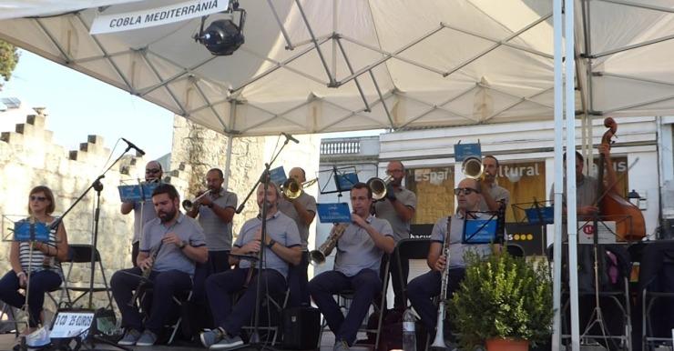 La Cobla Mediterrània és l'encarregada de l'audició de sardanes d'aquest dissabte
