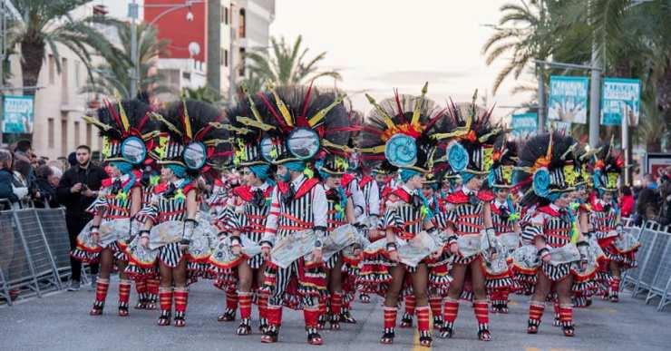 La colla lloretenca Encantats participa al Carnaval d'estiu de Tossa de Mar