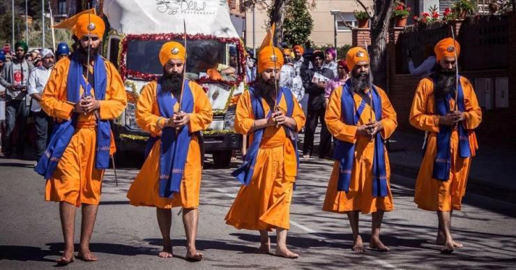 Gran festa de la comunitat sikh de Lloret per celebrar el naixement de la seva religió