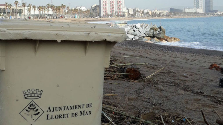 El Glòria hauria arrossegat un contenidor de Lloret de Mar fins a la platja de Barcelona