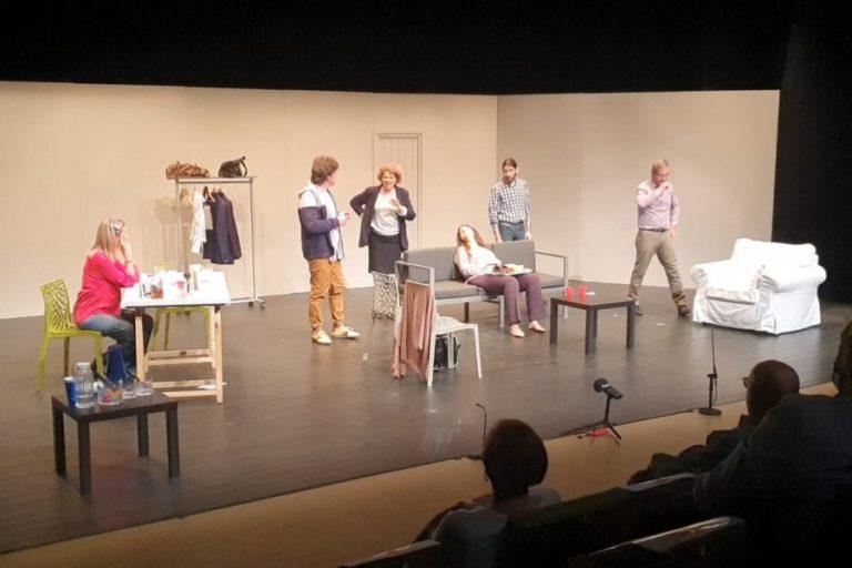 Corset Teatre recapta 1.560 euros per al Centre de Distribució d'Aliments
