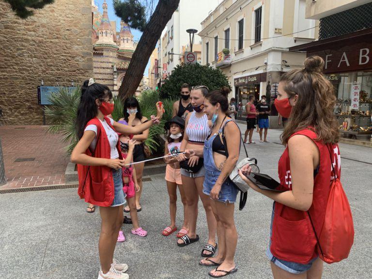 La reacció dels joves a la campanya de la Creu Roja sobre la importància de la mascareta