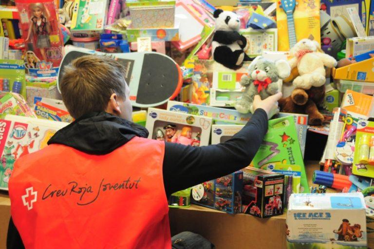 La crisi del coronavirus fa créixer la demanda de joguines a la Creu Roja