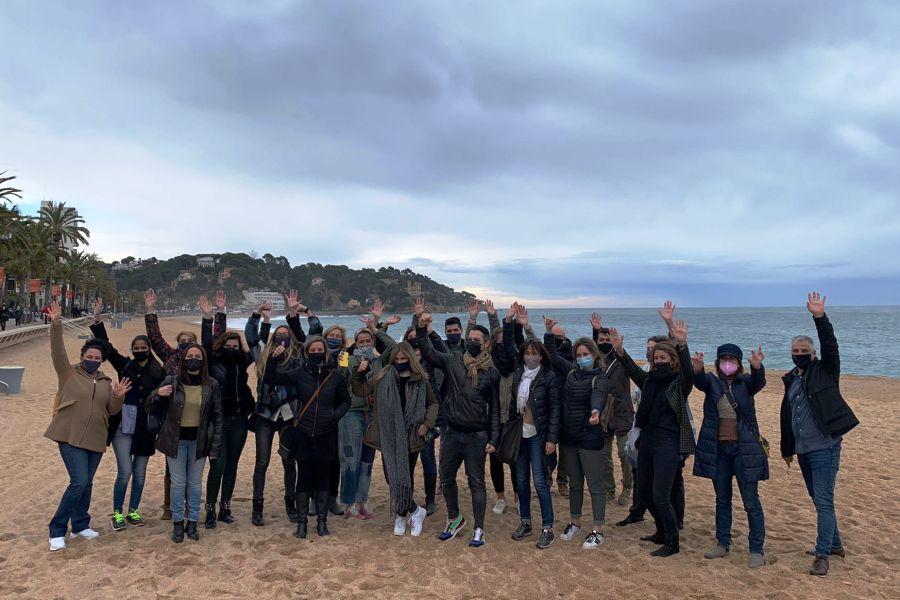 Els participants al taller d'aquest matí, a la platja