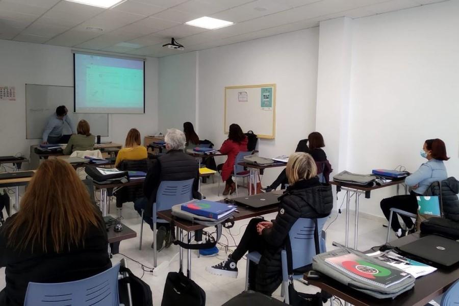 cursos Un dels cursos que han començat (SOM)Un dels cursos que han començat (SOM)economica