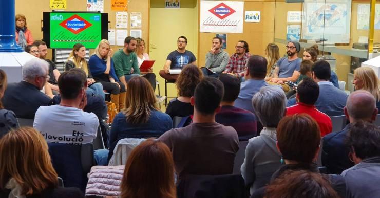 Un centenar de persones presencien el debat sobre Joventut organitzat pel Puntet