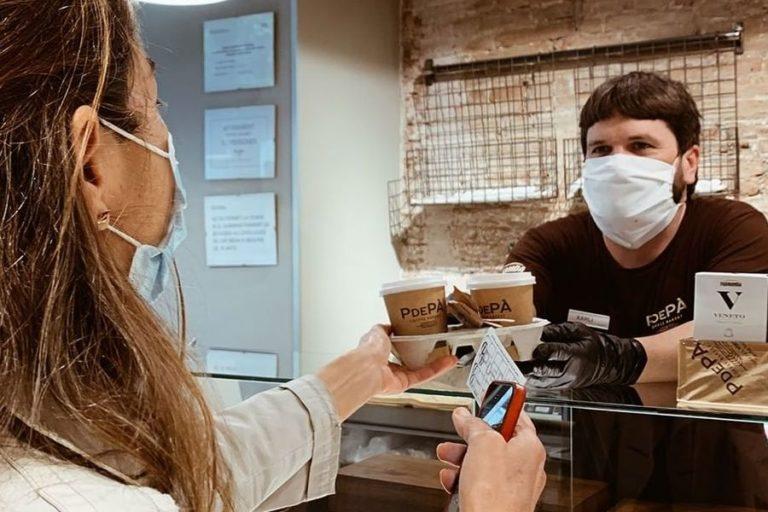 Els restauradors celebren que se'ls inclogui a la campanya 'Compra a Lloret'