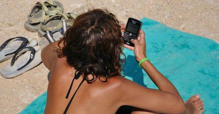 Salut impulsa una campanya perquè els ciutadans facin 'dieta digital' durant les vacances