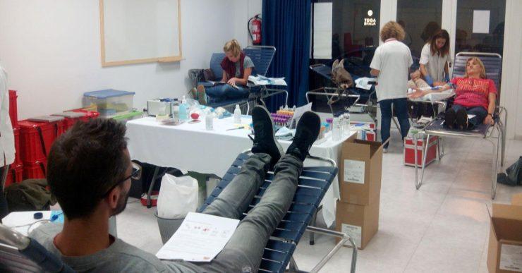 Es recullen 111 donacions de sang al teatre i al centre cívic del Rieral