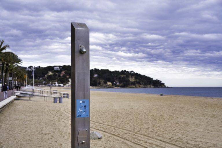 Les platges de Lloret i Fenals ja compten amb algunes dutxes