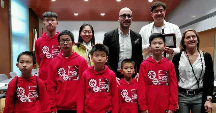 Un equip xinès de bàsquet passa uns dies entrenant-se i coneixent l'entorn a Lloret de Mar