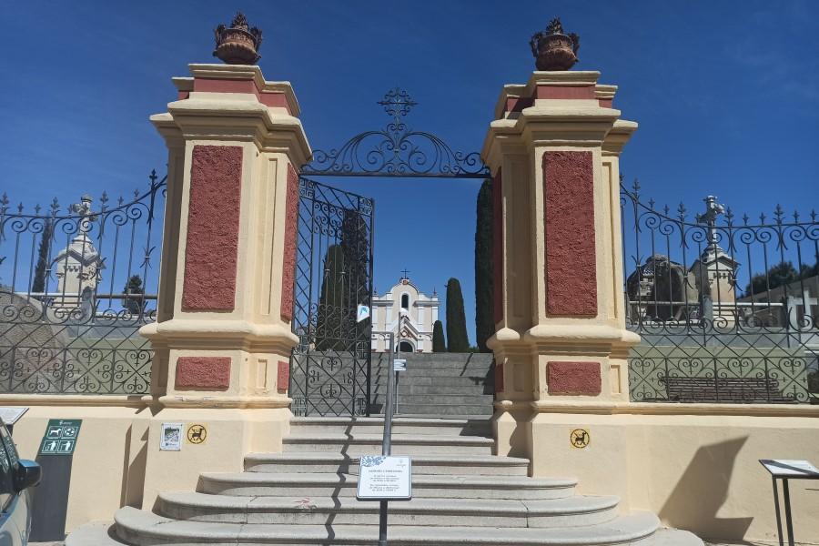 Les escales del cementiri, que ara no són accessibles