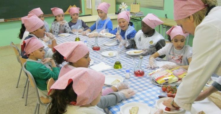 L'escola Pere Torrent ensenya als seus alumnes les tradicions catalanes i lloretenques