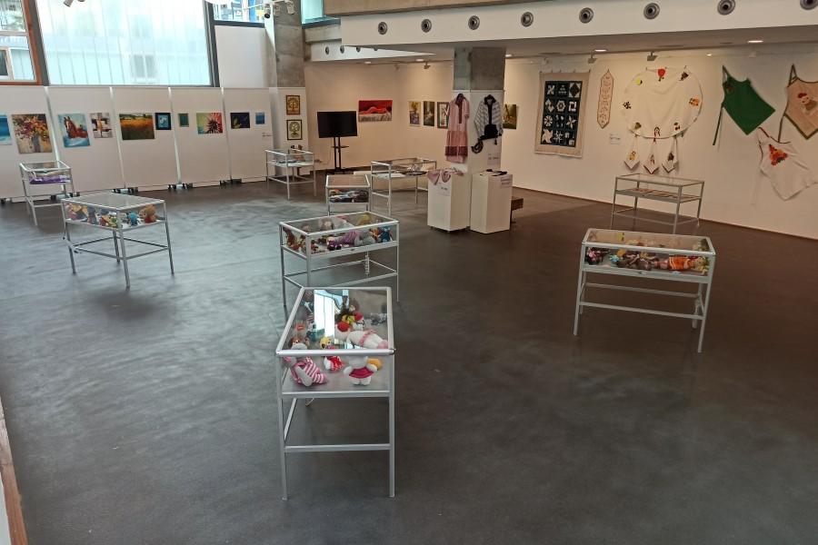 Vista de l'exposició de la gent gran i dels centres cívics de la Casa de la Cultura